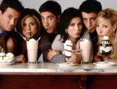 قبل ساعات من الاحتفال بالذكرى الـ25.. عشاق مسلسل Friends يوثقون ذكرياتهم