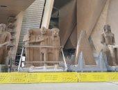 وصول 4 قطع أثرية ضخمة إلى المتحف المصرى الكبير.. صور
