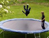 """10 احتياطات لتأمين أطفالك لو بيحبوا يلعبوا """"ترامبولين"""".. اعرفيها"""