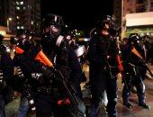 صور.. شرطة هونج كونج تطلق الغاز المسيل للدموع لتفريق محتجين