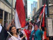 صور.. أبناء الجالية المصرية بأمريكا أمام مقر إقامة الرئيس للاحتفال بقدومه