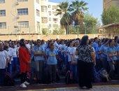 صور.. بدء الدراسة فى 12 محافظة بجميع الصفوف.. وحضور كبير للطلاب