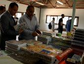 صور.. جامعة أسيوط تفتتح معرضًا لبيع المستلزمات الدراسية بسعر المصنع