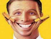 اضحك كركر.. رئيس بلدية يلزم المواطنين بالضحك 3 مرات يوميًا لنشر السعادة