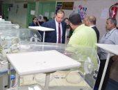 صور.. رئيس جامعة سوهاج يتفقد وحدة عناية الأطفال حديثى الولادة بالمستشفى الجامعى