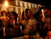 وقفة نسائية بالشموع ضد عنف الشرطة البرازيلية فى ريو دى جانيرو