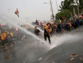 اشتباكات بين الشرطة الأندونيسية والطلاب فى جاكرتا
