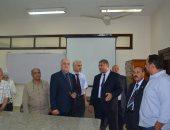 صور.. رئيس جامعة الفيوم يتفقد معامل كلية العلوم