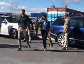 """ميجان تقود هارى لزيارة """"شاطئ العلاج"""" بكيب تاون في موجة ملكية جديدة"""