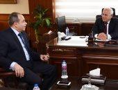 محافظ بورسعيد يلتقى مدير الأمن لبحث تأمين المدارس ويشيد بجهود الأجهزة الأمنية