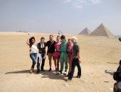 """فرقة سيرك """"دو سولاى"""" العالمية تزور منطقة أهرامات الجيزة (صور)"""