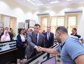 رئيس جامعة عين شمس يتفقد أعمال التطوير بكلية الطب والبوابات الإلكترونية