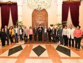 البابا تواضروس يستقبل أساتذة الفن القبطي بمعهد الدراسات القبطية بالكاتدرائية