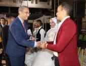 محافظ سوهاج يشهد زفاف جماعى.. ويسلم عقود مشروعات صغيرة للأسر الأكثر إحتياجًا