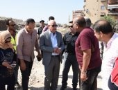 صور.. محافظ بورسعيد يتفقد سير العمل فى تطوير شارع البترول وربطه بمحور 30 يونيو