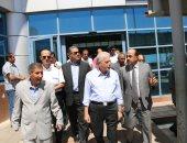محافظ جنوب سيناء يتفقد المرحلة الثالثة من الطريق الدولى بنويبع