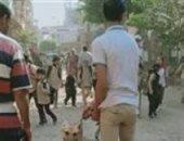 ضبط شباب يروعون الطالبات بكلب أمام مدرسة بالدقهلية