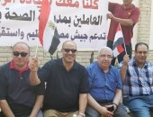 قيادات وموظفو وزارة الصحة يحتشدون أمام المنصة لرفض دعوات الفوضى