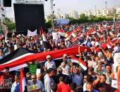 شاهد.. أطول علم لمصر باحتفالات المنصة لدعم مؤسسات الدولة ضد الفوضى والتخريب