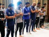 شاهد.. بيراميدز ينشر صوراً أداء الفريق لصلاة الجمعة فى الجزائر