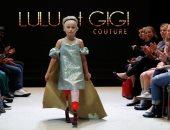 صور.. طفلة مبتورة الساقين تخطف الأضواء فى عرض أزياء أسبوع الموضة بباريس