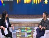 """شاهد.. مينا مسعود يقلد والدته أثناء حضورها تصوير مشاهد فيلم """"علاء الدين"""""""