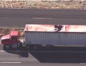 شاهد.. مصرع سيدة أمريكية عقب اصطدامها بشاحنة نقل عقب فشل الإنزال بمظلة