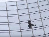 """شاهد.. الشرطة الألمانية تلقى القبض على """"الرجل العنكبوت"""""""