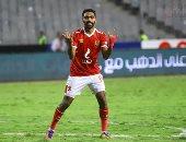 حسين الشحات يصطحب نجليه فى مران الأهلى