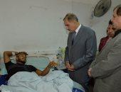 محافظ أسيوط يطمئن على مصابى حادث تصادم طريق قرية الواسطى بالمستشفى الجامعى