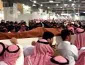 فيديو وصور.. تشييع جثمان اللواء عبدالعزيز الفغم حارس الملك سلمان لمثواه الأخير