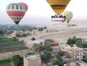البالونات الطائرة تقل مئات السائحين للاستمتاع بحضارة الفراعنة من سماء الأقصر