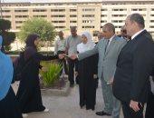 صور.. رئيس جامعة الأزهر يتفقد المدينة الجامعية للطالبات ويوجه بسرعة التسكين