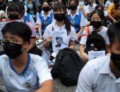طلاب المدارس ينضمون لمظاهرات هونج كونج بالزى المدرسى