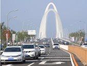 صور.. افتتاح أول جسر يربط بين شرق وغرب بكين