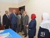 صور .. رئيس جامعة أسيوط ومدير الأمن يفتتحان عنابر صحية مكيفة لعلاج المسجونين