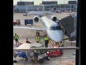 """شاهد.. سيارة نقل الطعام تثير الفوضى فى مطار """"شيكاغو"""" بالولايات المتحدة"""