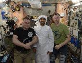 صور.. هزاع المنصورى يرتدى الزى الوطنى الإماراتى فى الفضاء