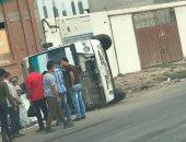 صور .. إصابة تلميذين فى حادث انقلاب أتوبيس مدرسة خاصة بدمياط