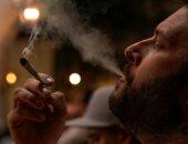إقبال شديد على أول مقهى رسمى لتدخين القنب المخدر فى كاليفورنيا الأمريكية
