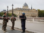 هجوم على أفراد الشرطة فى باريس وإغلاق محطة المترو