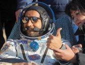 هزاع المنصورى يشرح كيفية تناول الطعام فى الفضاء خلال رحلته.. فيديو