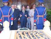 السيسى يزور ضريح الرئيس الراحل جمال عبد الناصر .. صورة