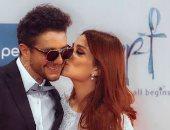 قبلة أحمد الفيشاوى لزوجته تنفى شائعة خلافهما.. فيديو