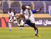 على طريقة رمضان صبحي.. لاعب الشباب السعودي يقف على الكرة