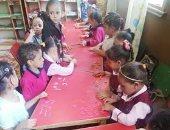 قارئ يشارك بصور ابنته خلال دروس التلوين والرسم بالصلصال