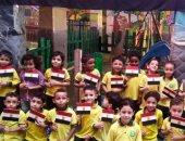 تلاميذ مدرسة خاصة بالخانكة يحتفلون بذكرى انتصارات أكتوبر برفع أعلام مصر
