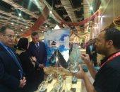 تركيب المجسمات الخشبية داخل الزجاج صناعة يعيد اكتشافها معرض تراثنا