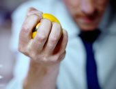 """فيديو معلوماتى.. فوائد استخدام"""" كرة الضغط"""" على نفسيتك"""