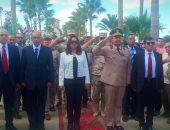 صور.. محافظا سوهاج ودمياط ومديرا الأمن يضعون أكاليل الزهور على النصب التذكارى